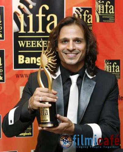 Meri sundarta ka raaz: my unusual comb. My best friend Salman got it for me.